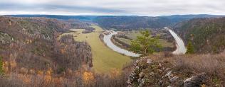 Вид с горы Тирментау на излучину реки Белой. Фото Г. Сухарев
