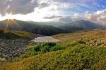 Фото В. Колбина. Перевал Светлый (хребет Ишерим). Вдали виден хребетХусойк